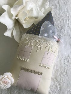 The Vintage Lace Cottage has a gold polka dot roof and a vintage style lace trimming.Each Little ...