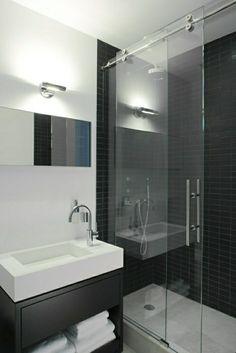 salle de bain carrelage gris, porte en verre coulissante, lumière dans la salle de bain