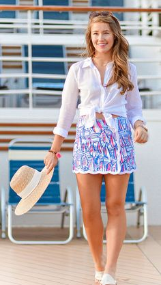 lilly pulitzer skort, sommer in lilly, lilly pulitzer button down, monogramm j … - Mode Kleider Modelle Adrette Outfits, Cruise Outfits, Preppy Outfits, Cruise Clothes, Unique Outfits, Skirt Outfits, Preppy Mode, Preppy Style, Southern Style Outfits Preppy