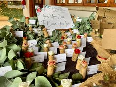 i personally like this idea so that each guests picks their own cork to know where to sit Wedding Sitting Plan, Country Style, Cork, Wedding Gifts, Beautiful, Wedding Day Gifts, Rustic Style, Wedding Favors, Corks
