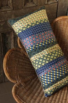 Patchwork tie pillow - nice way to reuse old ties! :) could probably find a bunch from goodwill and places like that! Tie Pillows, Sewing Pillows, Bolster Pillow, Fabric Crafts, Sewing Crafts, Sewing Projects, Necktie Quilt, Necktie Purse, Old Ties