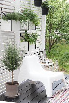 Love this privacy screen with planters