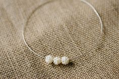 Very+pretty+trio+of+cream+pearl+cluster+beads+woven+onto+a+sterling+silver+16+inch+chocker+neckwire.+The+little+necklace+is+very+elegant+and+understated+and+would+be+perfect+for+a+bride+or+bridesmaids.+Sits+on+collar+bone.+There+is+a+pair+of+matching+earrings+to+go+with+this+necklace.+Comes+in+a+white+Erincraft+Jewellery+box.