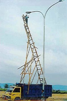 """We've all familiar with the saying, """"Climbing the ladder of success."""" But what if you have a ladder of failure? Or as I call it a """"ladder of fuccess. Safety Pictures, Safety Fail, Construction Fails, Construction Safety, Darwin Awards, Weird News, Workplace Safety, Safety First, Stupid People"""