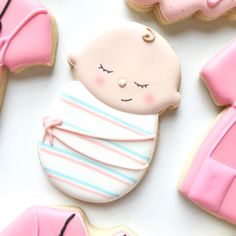 "I had a baby doll when I was a tot and I named her ""cookie"" but I pronounced it ""see-koo."" 👶🏻 Been having a thing for cookies since birth I… Iced Cookies, Cute Cookies, Royal Icing Cookies, Cupcake Cookies, Sugar Cookies, Cookie Favors, Flower Cookies, Heart Cookies, Valentine Cookies"