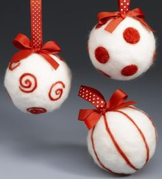 Weihnachtsbaumschmuck basteln - Kugeln aus weißem Filz