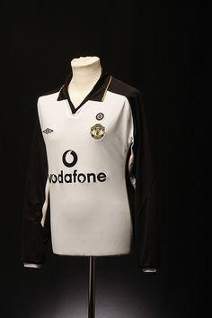 Manchester United Football Shirt (Away, 2001-02)