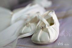 #matrimonio #wedding #weddingpuglia #matrimoniosalento #particolare #shoes #promessa #visstudio #weddingpuglia #grottaglie #details #promise #cerimoniacivile #scarpette #babyshoes #baby #sweetchild #child
