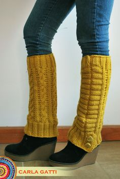 Polainas tejidas en dos agujas a puro diseño, en color camel. Por consultas comunicate conmigo, visitando mi blog: carlagatti.blogspot.com.ar y mi Facebook: Carla Gatti Patagonia Tejidos Crochet Pants, Knit Crochet, Knitting Patterns, Crochet Patterns, Crochet Leg Warmers, Wool Thread, Thigh High Socks, Winter Mode, Boot Cuffs