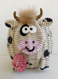 Светлана Курушина Willow Weaving, Basket Weaving, Creative Crafts, Diy Crafts, Paper Weaving, Newspaper Crafts, Paper Basket, Paper Straws, Diy Paper