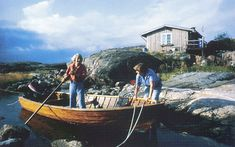 Tove Jansson, her partner Tooti and their summer cottage, more a hut really, in the Gulf of Finland, leading the Moomin life. Tove Jansson, Helsinki, Moomin Books, Moomin Valley, Summer Paradise, Summer Books, Centenario, Source Of Inspiration, Archipelago