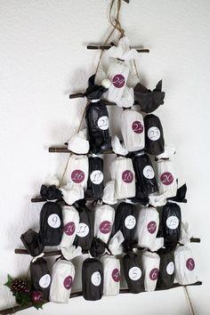 [Anzeige] DIY-Adventskalender aus Papierrollen basteln und selber befüllen - #diy #diyadventskalender #adventskalender #adventskalenderbasteln #advent #adventsbasteln Diy Weihnachten, Diy Toys, Advent Calendar, Upcycle, Merry Christmas, Crafty, Holiday Decor, Winter Diy, Tricks