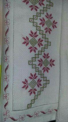 Etamin havlu Simple Cross Stitch, Cross Stitch Rose, Cross Stitch Borders, Cross Stitch Designs, Cross Stitching, Cross Stitch Patterns, Hardanger Embroidery, Cross Stitch Embroidery, Hand Embroidery