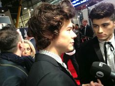 Harry and Zayn tonight on the Brits red carpet ... Is it just me or has Zayn's stripe faded ....