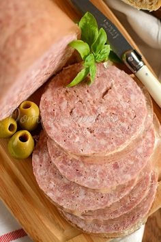 Luncheon meat Domi in the kitchen Tapas, How To Make Sausage, Sausage Making, Smoking Meat, Charcuterie, Bon Appetit, Ham, The Cure, Food And Drink