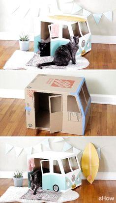 Cardboard Cat House, Cardboard Crafts, Cardboard Bus, Diy Cat Toys, Pet Toys, Kitten Toys, Diy For Kids, Crafts For Kids, Cat House Diy