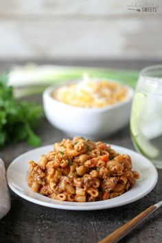 No one should have to sacrifice great tasting comfort food for being healthy! These recipes are a wholesome way to eat well and still have a delicious meal. Stuffed Pepper Soup, Stuffed Peppers, Enchiladas Healthy, Cheeseburger Casserole, Macaroni Casserole, Homemade Hamburger Helper, Creamy Mac And Cheese, Homemade Hamburgers, Healthy Comfort Food