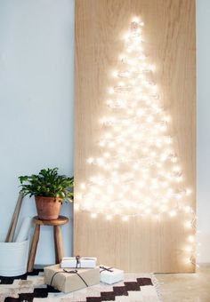 Weihnachtsdeko 6 beautiful Christmas tree alternatives: Christmas tree made of fairy lights Should Y Wall Christmas Tree, Diy Christmas Lights, Modern Christmas, Beautiful Christmas, Christmas Holidays, Christmas Decorations, Minimalist Christmas, Christmas Crafts, Light Decorations