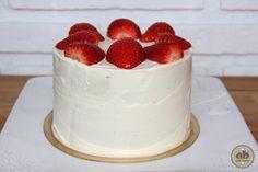 Layer cake de chocolate con frosting de queso y nata montada | Alice Bakery