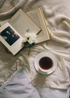Tea, Coffee, and Books - Çay ve kahve - myend-ismybeginning: Source. / Tea, Coffee, and Books - Flat Lay Photography, Coffee Photography, Quotes Literature, Turbulence Deco, Cs Lewis, Coffee And Books, Photo Journal, Book Aesthetic, Wabi Sabi