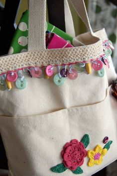 Purses Embellished with Decorative Trim - Crochet and Knitting Patterns Button Trim Purse Set of pillows.…Crochet a Snowman HeadCrochet Macaroni Purse Jasmine Stitch Free Pattern [Video] Fabric Crafts, Sewing Crafts, Sewing Projects, Sewing Tips, Sewing Hacks, Sewing Tutorials, Sewing Ideas, Knitting Patterns, Sewing Patterns
