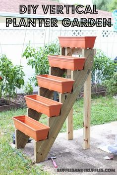 Jardim Vertical – DIY * Decoration and Invention *: Vertical Garden – DIY Diy Garden, Garden Projects, Garden Landscaping, Planter Garden, Garden Farm, Diy Projects, Planter Boxes, Planter Ideas, Plastic Planter