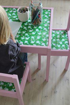 Ikea barnbord och stolar blir som nya med färg och vaxduk (fäst med tapetlim). Bra idé! Kanske dalablå + röd vaxduk med vita prickar?