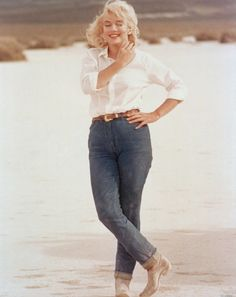 """Marilyn Monroe, simply gorgeous in jeans a white shirt. (From """"The Misfits."""")"""