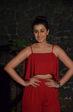 Dream Girls Photos: Nikki galrani in red Dress, Navel exposed Hollywood Actress Wallpaper, Hollywood Actress Name List, Bollywood Heroine, Bollywood Actress, Hollywood Pictures, Bollywood Bikini, Senior Girl Poses, Bridal Photoshoot, Red Carpet Gowns