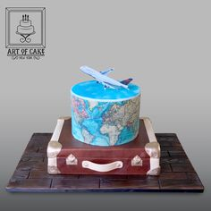 Delta Airlines Travel 3D world and suitcase cake