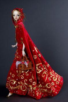 Bonecas Encantadas | Design InnovaBONECAS ENCANTADAS   JOÃO LIMA JR.  SEXTA-FEIRA, MARÇO 25, 2016  NO COMMENT   A designer russa de joias Marina Bychkova, vive no Canadá e cria fantásticas bonecas de porcelana para adultos, em sua marca Enchanted Doll. Suas criações chamam atenção pelo seu preciosismo com os figurinos ricamente bordados, as bonecas são inspiradas em personagens dos contos de fadas como Cinderela e Chapeuzinho Vermelho, algumas delas tem detalhes como ouro, prata e cristais…