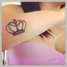 I like the simplicity of this #crown #tattoo