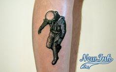 Тату Татуировка на мужской ноге — водолаз (космонавт?)