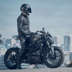 One of the stars of today's motorcycle jacket round-up: the stunning new M2 from @pagnol.moto, seen here with the @hammerbeastmotorcycles #Ducati Streetfighter. We've picked out five of the best new jackets, all designed to look good on AND off the...
