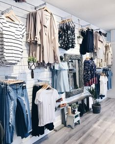 Boutique A wall that dreams are made of ☁️☁️ Boutique Store Displays, Clothing Store Displays, Retail Boutique, Garage Boutique, Boutique Stores, Clothing Stores, Boutique Design, Boutique Decor, Mobile Boutique