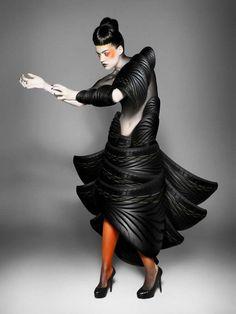 グッドイヤー・ダンロップ、Lady Gagaも真っ青の超奇抜な『タイヤ・クチュール』広告