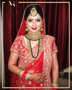 Twinkle in her eye, glow on her cheek and red lips is all she needed to a complete diva 💁♀️✨💋 Best Bridal Makeup, Bridal Makeup Looks, Indian Bridal Makeup, Bridal Looks, Bridal Jewelry Sets, Bridal Necklace, Bridal Photography, Photography Poses, Special Occasion Makeup
