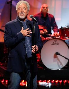 Tom Jones Singer, Toms