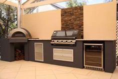 Outdoor entertaining area with pizza oven. Who wouldn't love a pizza oven? Alfresco Area, Outdoor Kitchen Design, Outdoor Entertaining Area, Outdoor Dining, Outdoor Decor, Outdoor Kitchen, Outdoor Rooms, Outdoor Design