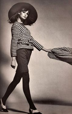 houndstooth jean shrimpton, harper's bazaar, 1964 60s And 70s Fashion, Retro Fashion, Vintage Fashion, Fashion Models, Fashion Beauty, Fashion Outfits, Greige, Look Jean, Jean Shrimpton