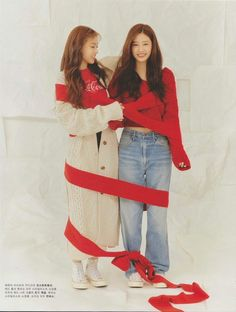 Hyewon and Minju Secret Song, Kpop Posters, Yu Jin, Woo Young, Best Kpop, E Dawn, K Pop Star, Japanese Girl Group, Famous Girls
