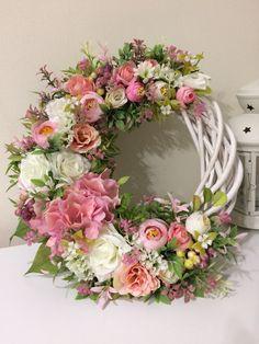 Kapı süsü Deco Mesh Wreaths, Fall Wreaths, Christmas Wreaths, Wreath Crafts, Diy Wreath, Mothers Day Wreath, Deco Floral, Summer Wreath, How To Make Wreaths