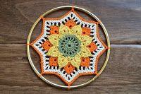 how to make a crochet mandala Crochet Doilies, Crochet Stitches, Knit Crochet, Crochet Patterns, Patron Crochet, Crochet Round, Crochet For Kids, Crochet Dreamcatcher, Dream Catcher Boho