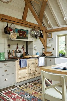 Tips for Creating Your Own English Country Kitchen 60 English Country Kitchen Decor Ideas 4 – Kawaii Interior Kitchen Rug, Kitchen Decor, Aga Kitchen, Kitchen Walls, Kitchen Tips, Kitchen Cabinets, English Country Kitchens, English Country Decorating, French Kitchens