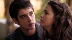 OMG THEY FINALLY KISSED!! I was waiting all season for this I knew something was missing...BRALLIE FOREVER! I could watch this all day. The way he looks at her right here though...It's love <3