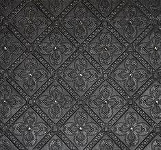 dalle cuir gaufré motif petits carreaux ornée de cristaux Swarovski. / Wall tiles leather crystals motif adorned with swarovski crystals.