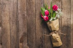 Best Online flower delivery Service in India 2017 Best Online Flower Delivery, Flower Delivery Service, Pizza Background, Online Florist, Cake Online, Flowers Online, Wooden Tables, Yellow Roses, Free Photos