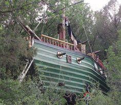 Pirate ship tree house in Arizona via metro.co.uk