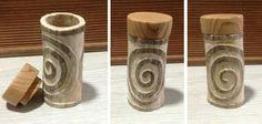 Caja en asta de ciervo, talla doble espiral representa la dualidad de las cosas, el conocimiento en relación con el movimiento del cosmos, símbolo de la vida eterna. Tapa tallada en enebro. 45€ #celta #simbologia