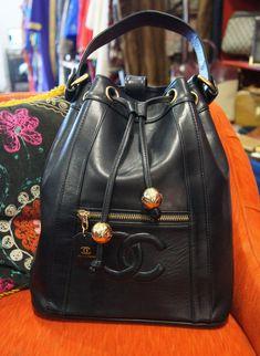 Authentic Vintage CHANEL Handbag. http://vintgechanelhandbags.blogspot.com/